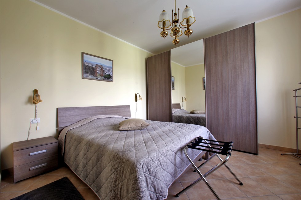 brown double room
