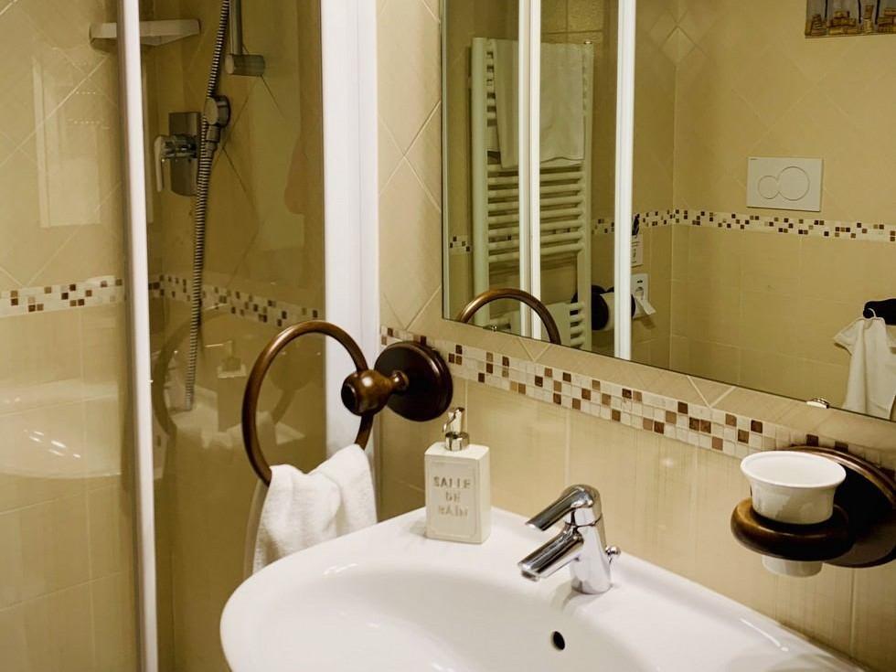 casa vacanze con colazione in canavese bagno con doccia