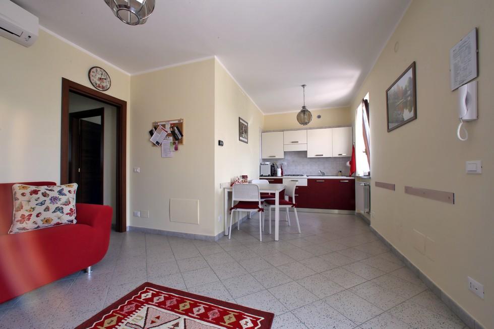 Grande appartamento con salotto e cucina