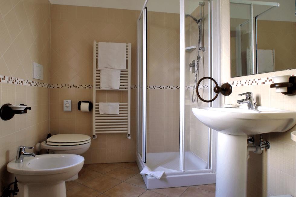Appartamento agriturismo: Bagno nuovo con doccia